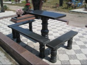 скамейки из гранита