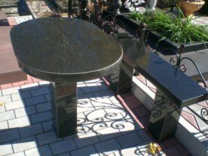 столы из гранита